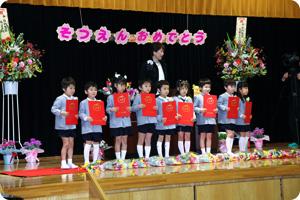 年長さんはついに卒園…!楽しかったこと、頑張ったこと、大変だったこと、<br /> 色々あったよね。どれも大切な思い出だね!幼稚園でのこと、忘れないでね!<br /> 今までありがとう!